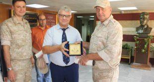 اللواء البحري ألكسندر غرینکیفیتش نائب رئيس مركز المصالحة الروسي في سورية في زيارة إلى مكتبة الأسد